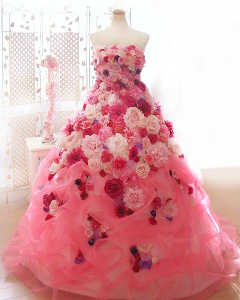 花たっぷりのお花ドレスでお色直し、
