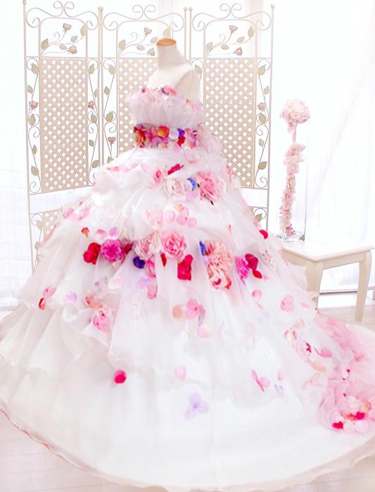 お花たくさんのドレスで可愛い花嫁、