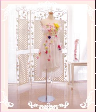 お花のミニドレス。二次会ドレスにも向いています