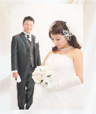 ウェディングドレスの結婚写真