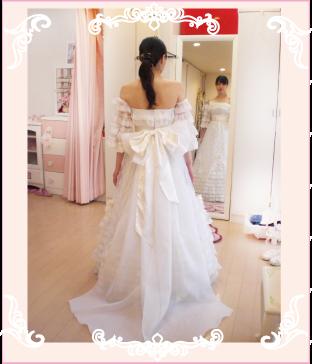 大きいリボンのトレーン飾りを付けてドレスのリメイク